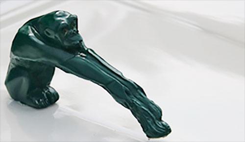 Citroen 2CV - La scimmia Fhou sul cofano