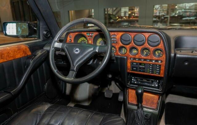 Lancia Thema 8.32 - Console Centrale - Immagini ClassicDriver